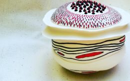 Thrown and altered porcelain with inlay decoration - Porcellana foggiata al tornio con decorazioni a intarsio
