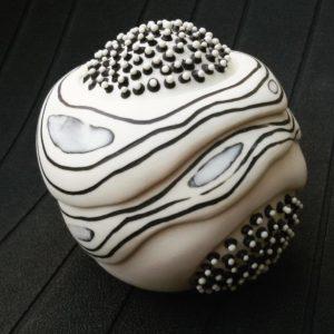 Thrown and altered porcelain with inlay decoration - Porcellana foggiata al tornio con decorazioni a intarsio Sara Kirschen